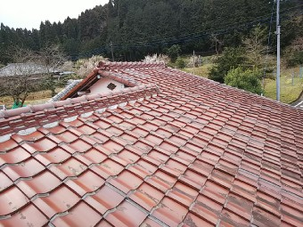 ラバーロック工法で固定された瓦屋根