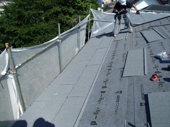 金属屋根材のエコグラーニを設置します