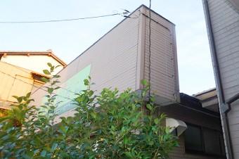自宅兼店舗のパラペットを組み合わせた家