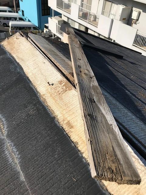 台風被害で棟板金、貫板剥れ