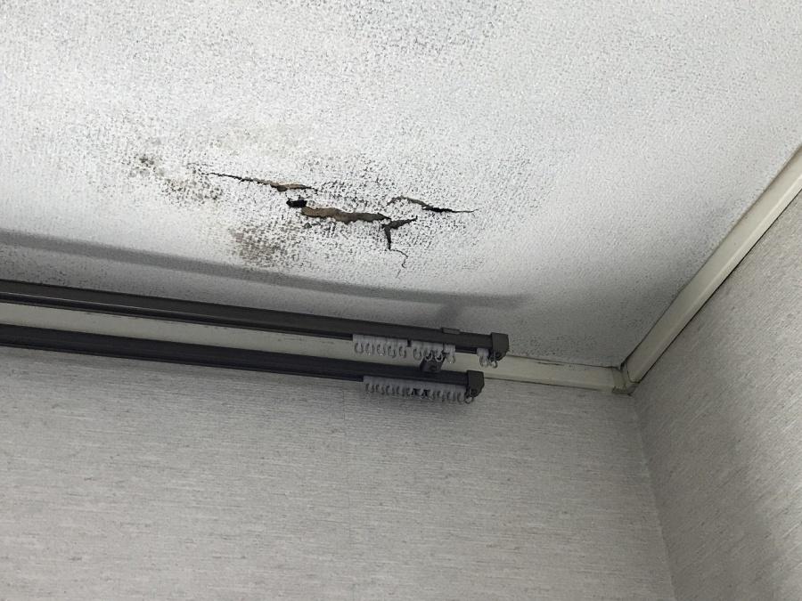 川越市で天井亀裂発生雨漏り診断ご依頼頂き雨漏り診断資格有り安心!