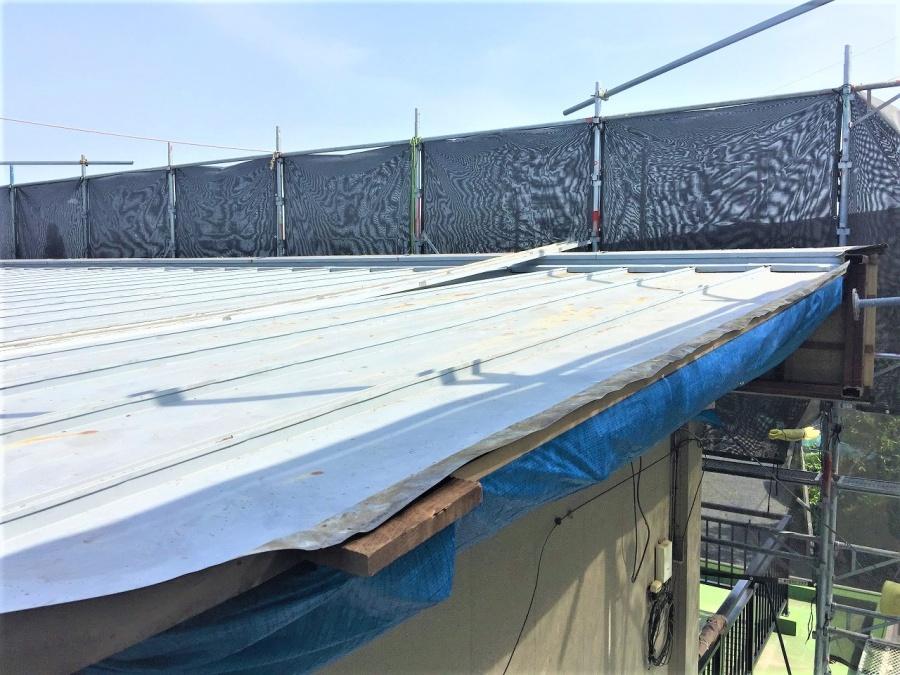 埼玉県鴻巣市トタン屋根金属で寄棟の屋根へ葺き替え