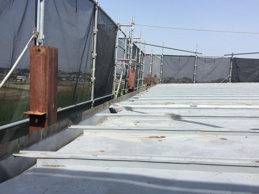 埼玉県鴻巣市でトタン屋根撤去し寄棟にする夢を叶える屋根工事!