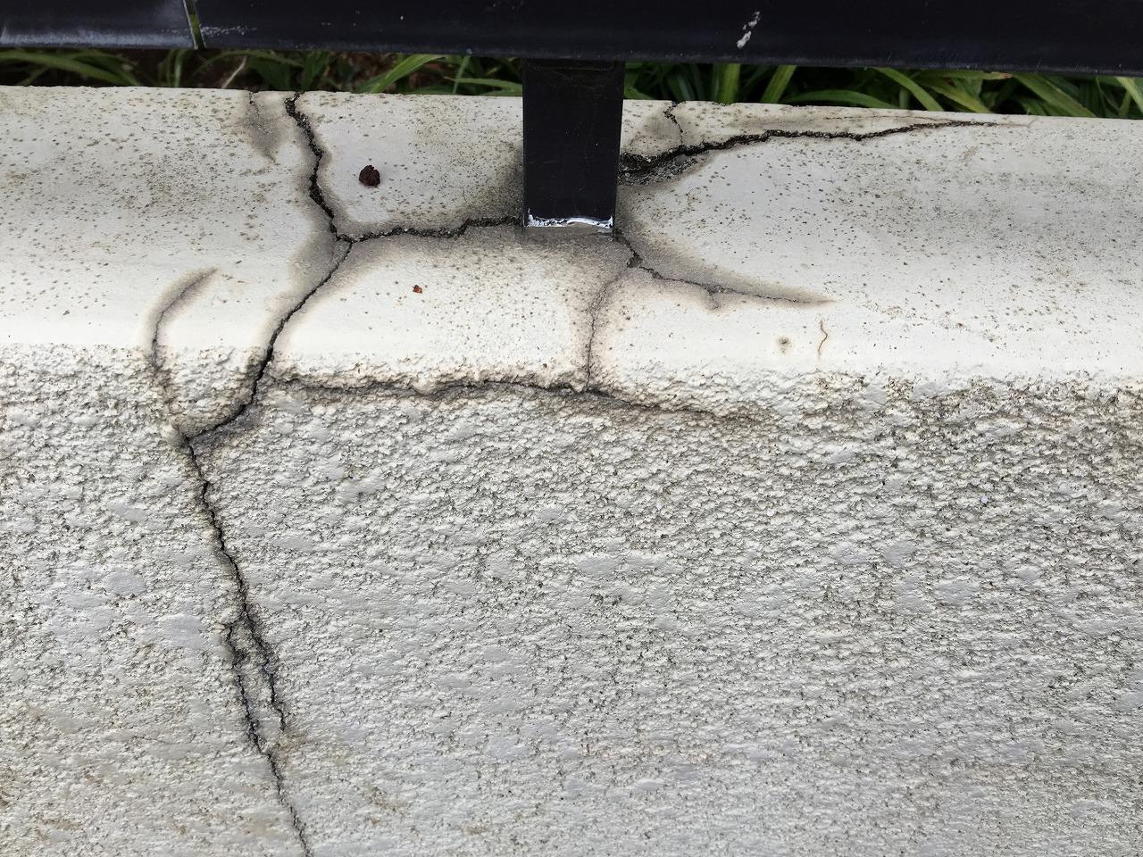 埼玉県嵐山町で金属屋根カバー 擁壁亀裂 外装お悩み解消施工 川越 狭山 所沢市で雨漏り修理 屋根リフォームなら街の屋根やさん